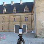 Scan de la cour du château